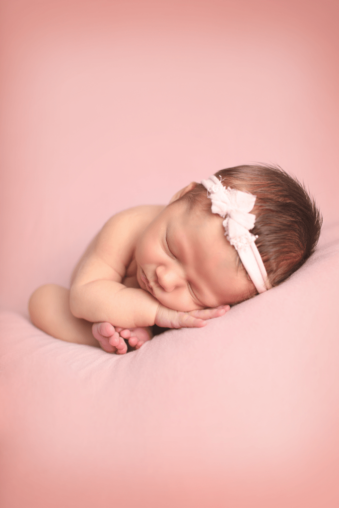 newborn-girl-womb-pose