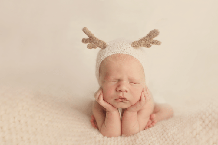 Newborn-boy-in-froggy-pose