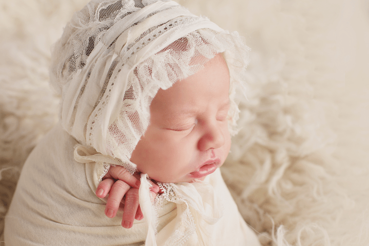 elegant-newborn-girl-sessio
