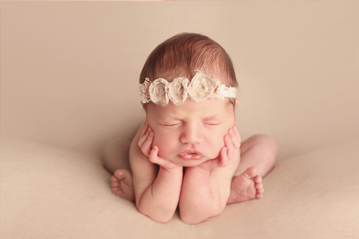 newborn-girl-froggy-pose