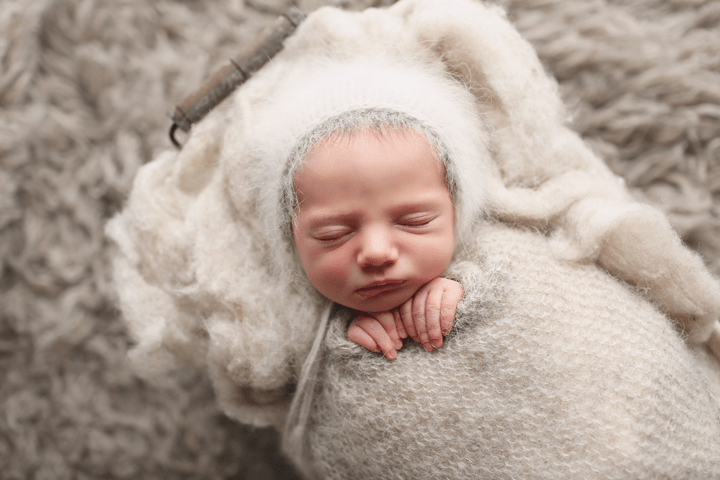 newborn-boy-gray-set-up