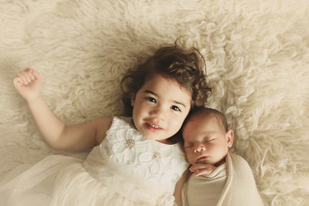 Newborn-boy-with-sister
