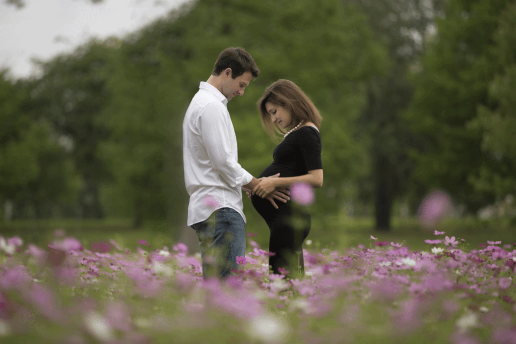 beautiful maternity session in New Orleans City Park