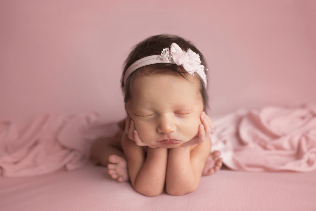 newborn-girl-in-froggy-pose