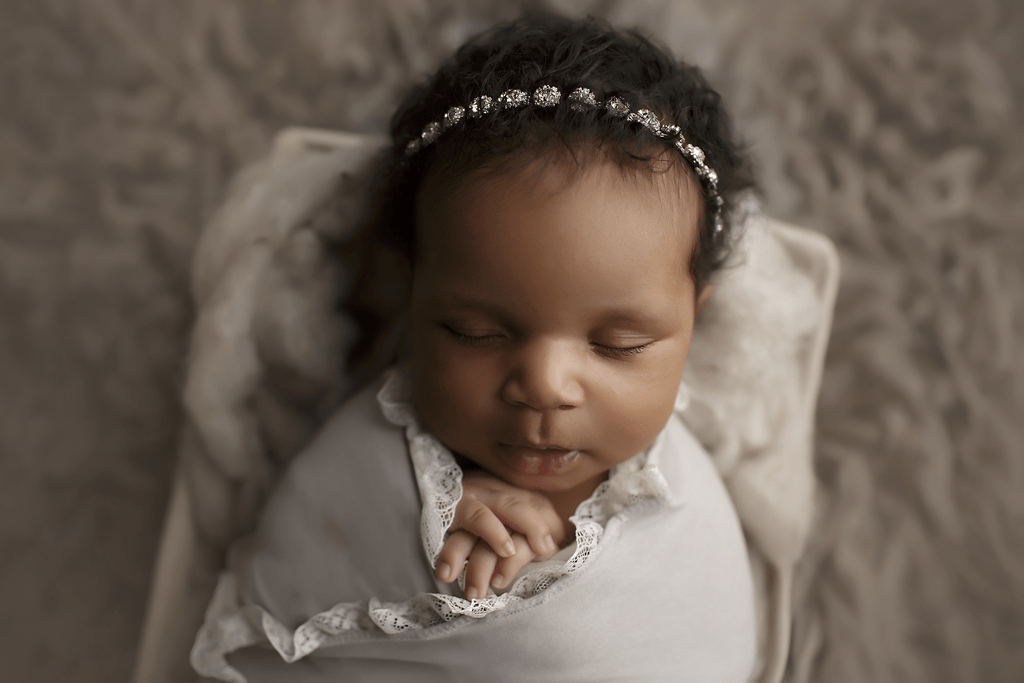 newborn-girl-with-diamond-h