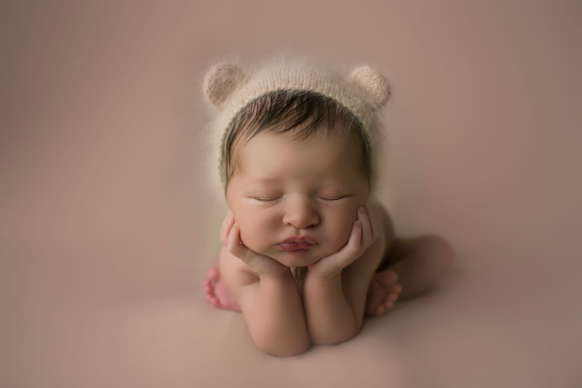 newborn boy in froggy pose