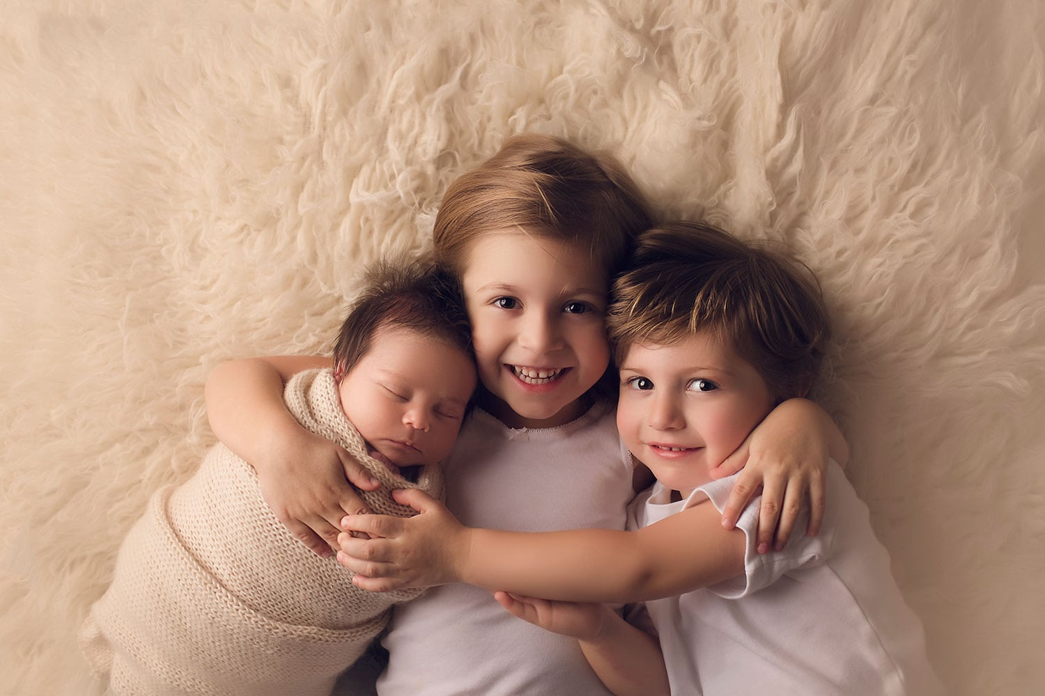 Beautiful sibling photo with newborn by Annie Whitaker Photography