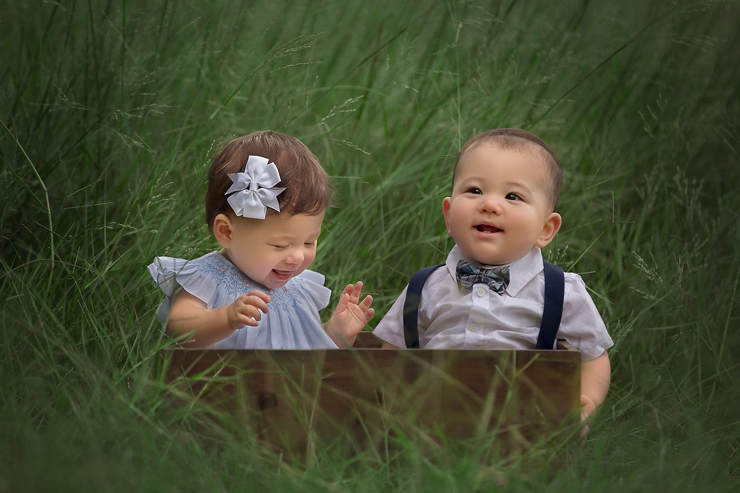 Boy girl twins sitting in box by Annie Whitaker Photography