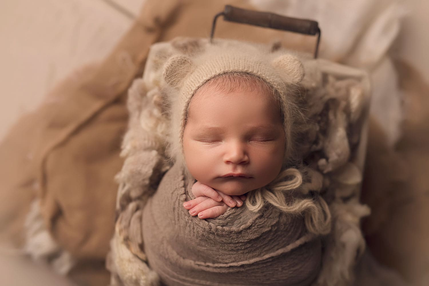 Organic newborn session by Annie Whitaker Photography