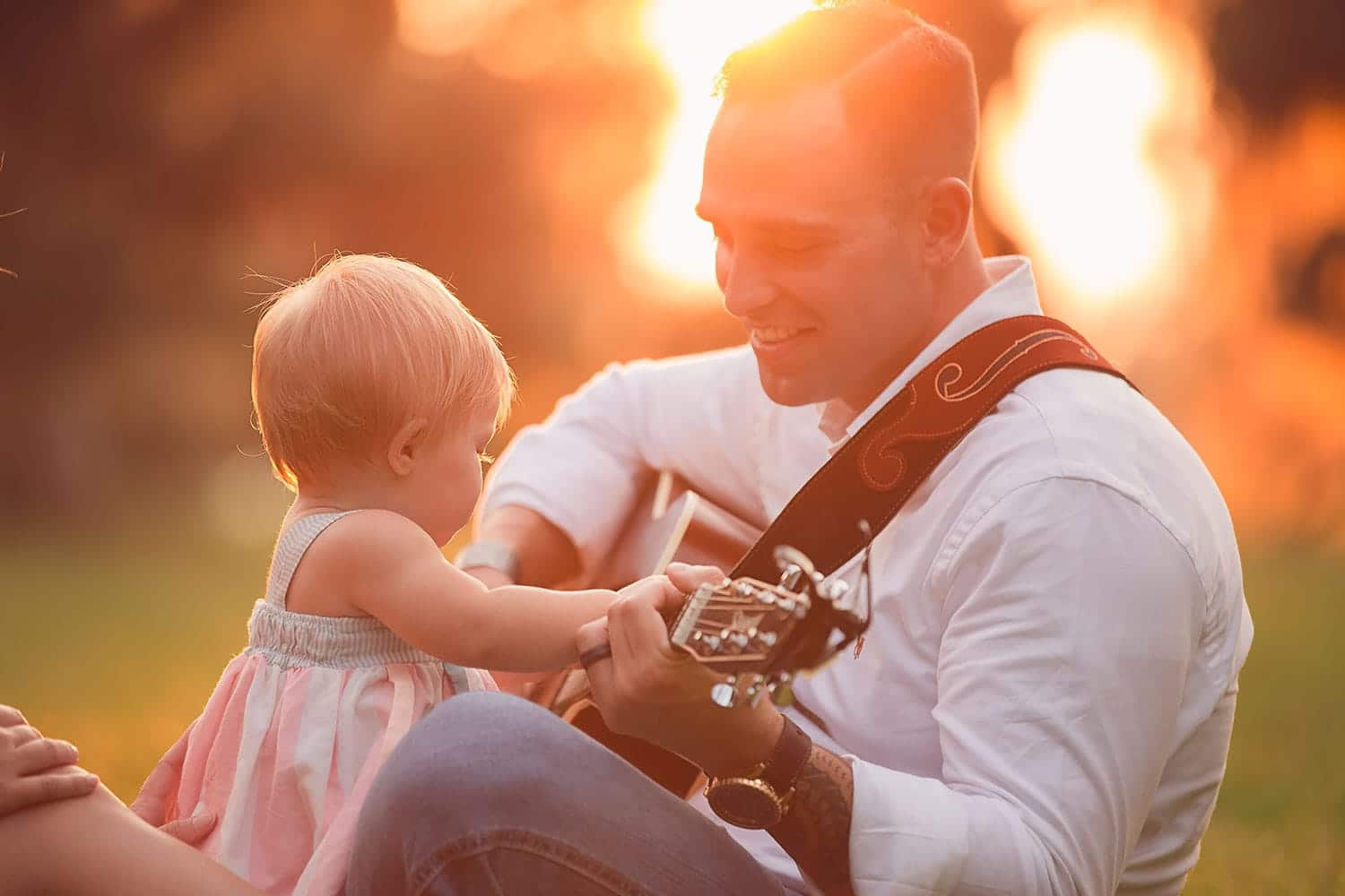 Dad singing to daughter by Annie Whitaker Photography