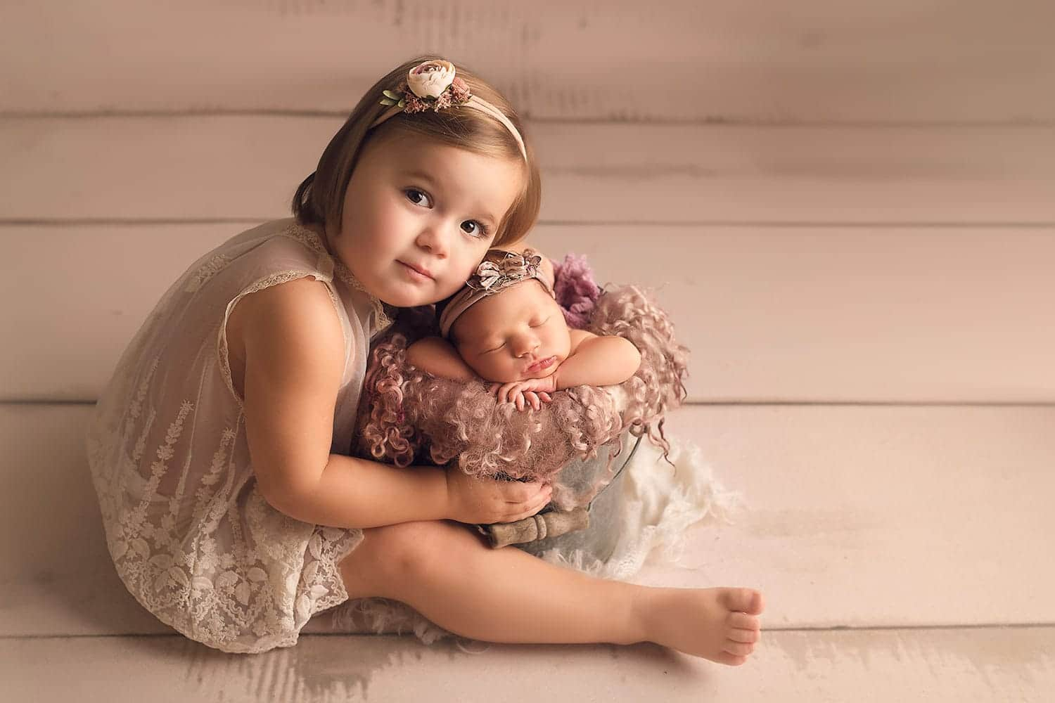 sweet sibling photo by Annie Whitaker Photography