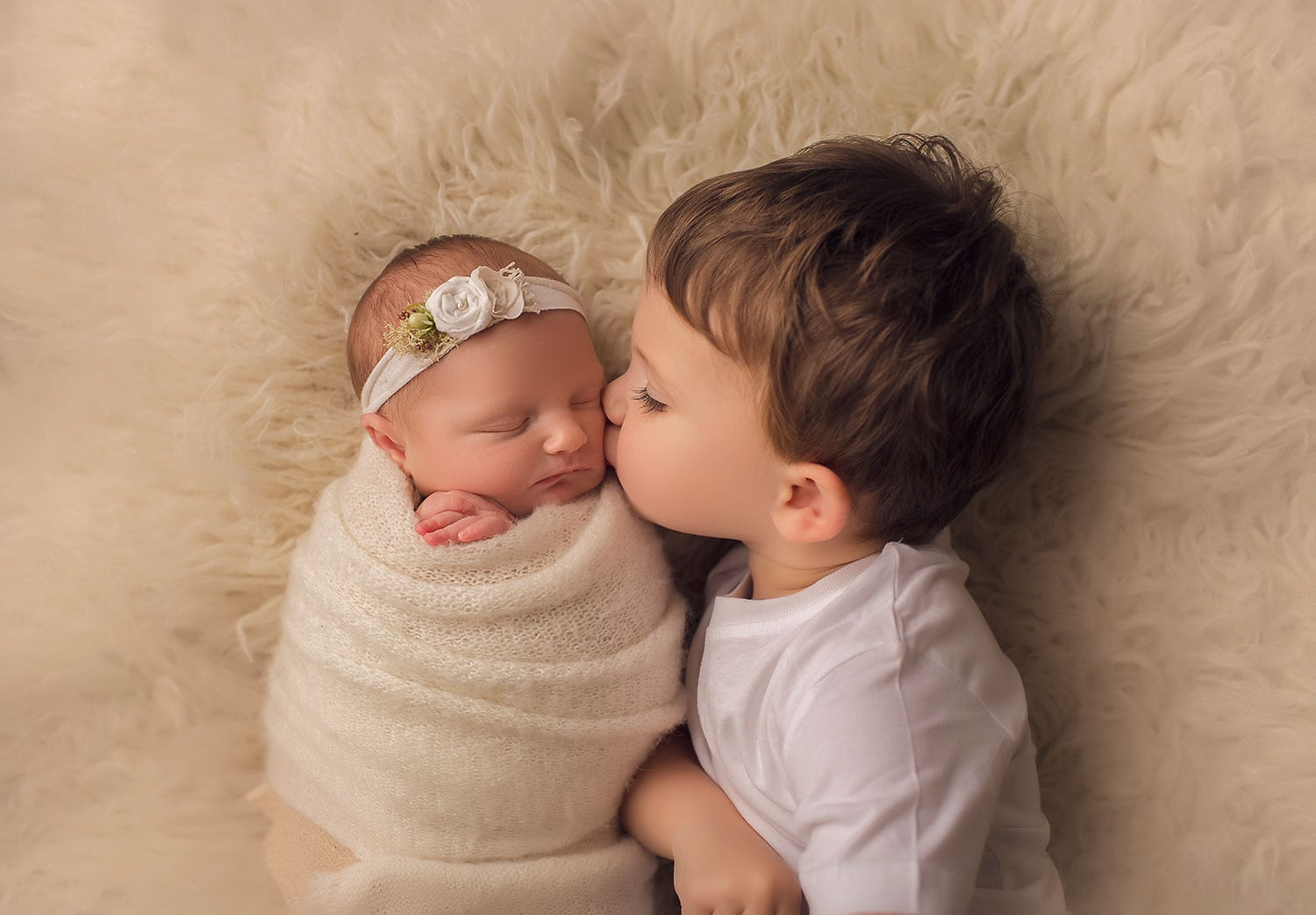 big brother and little sister by annie Whitaker Photography