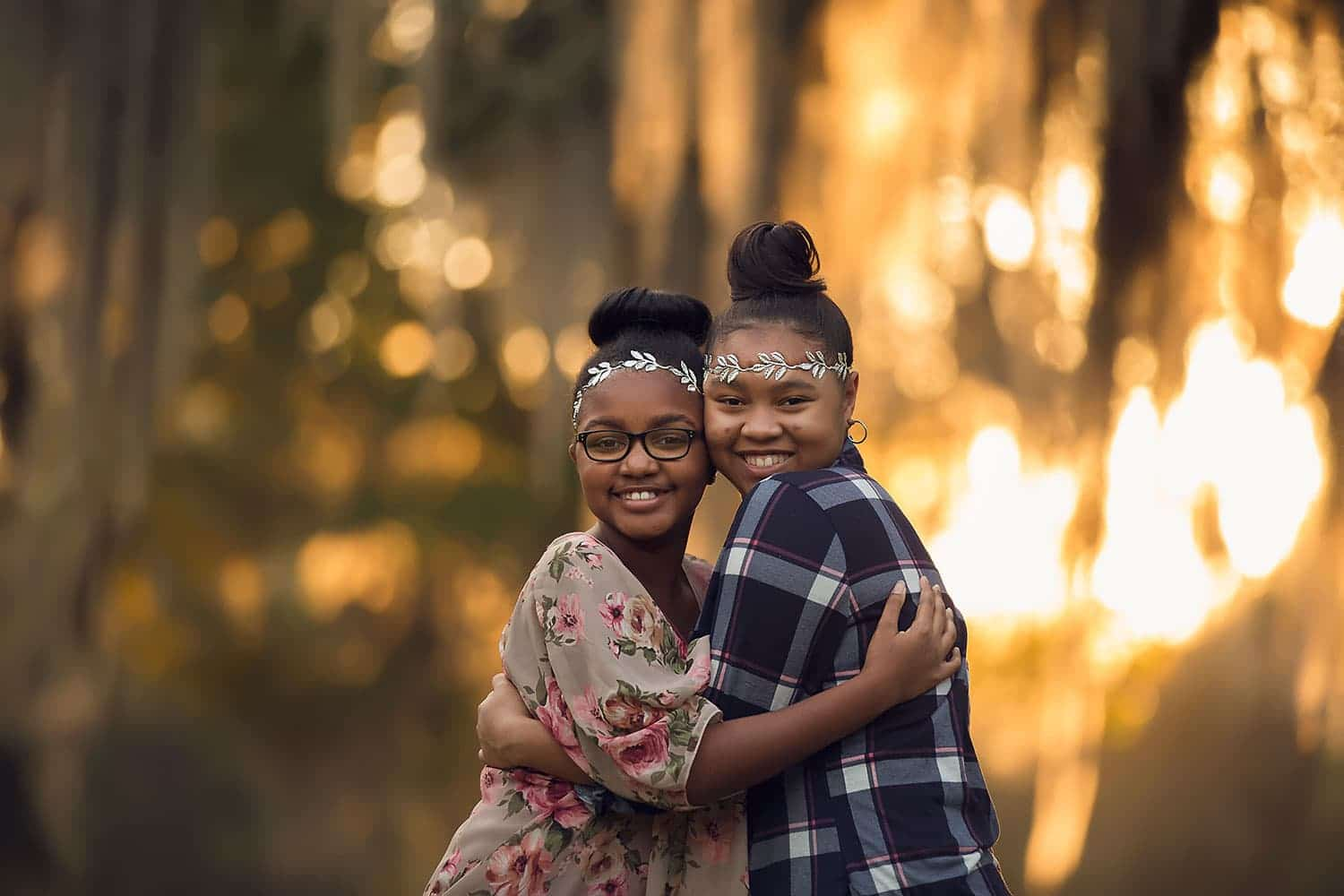 Hugging cousins by annie whitaker photography