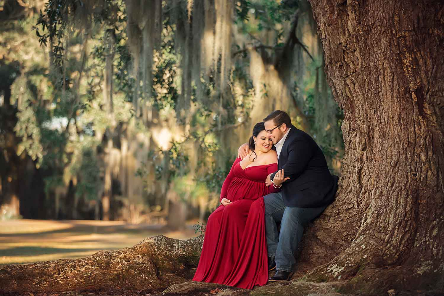 Adorable couple hugging in tree by Annie Whitaker Photgraphy
