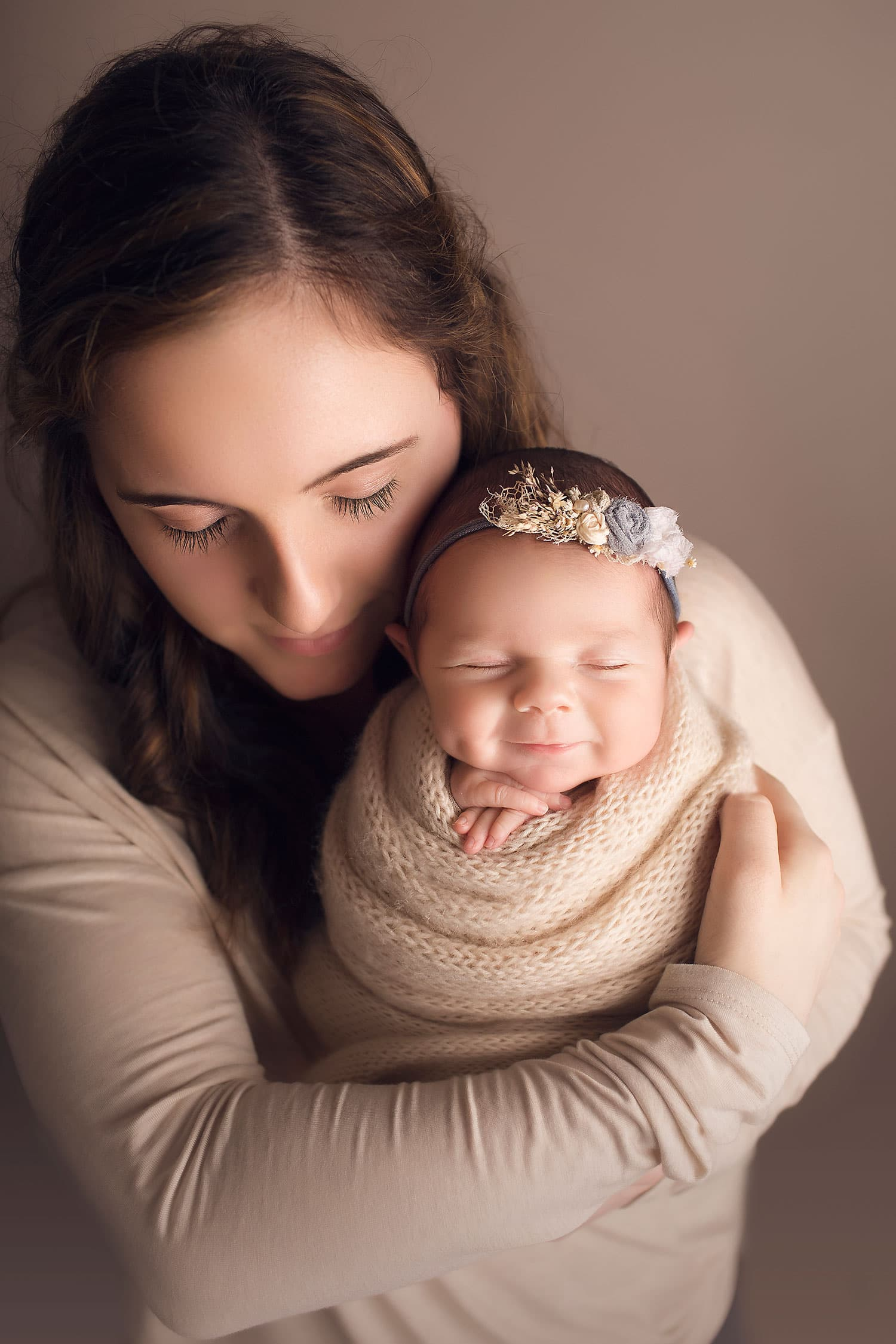 Best sibling photo with newborn by Annie Whitaker Photography