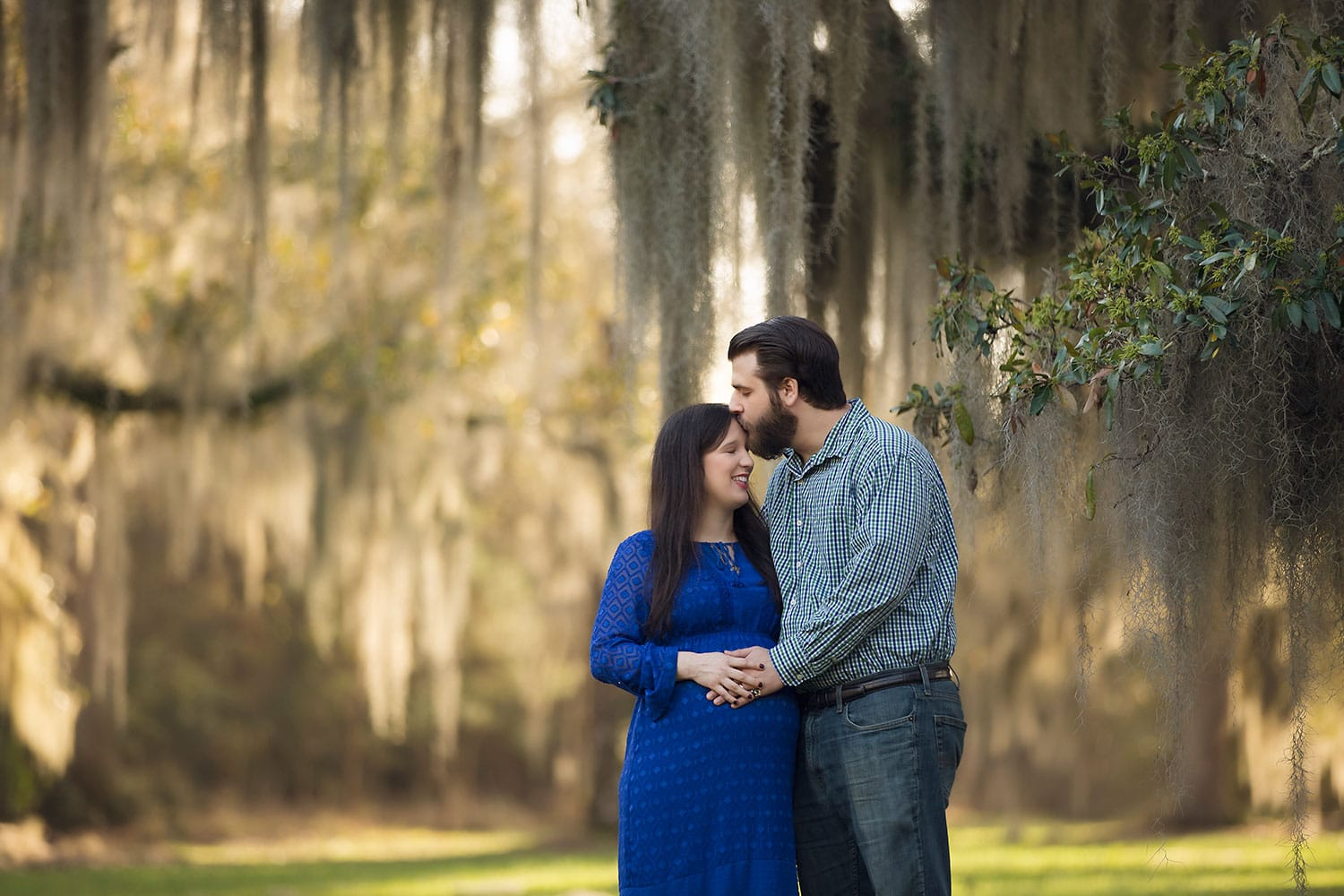 Sweet maternity session in Covington LA by Annie Whitaker Photography
