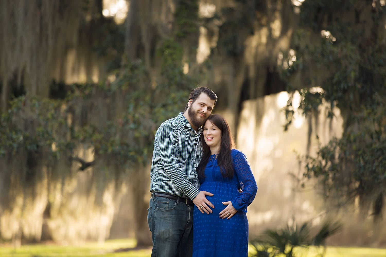 Expecting parents at Fontainebleau State Park by Annie Whitaker Photographyåc