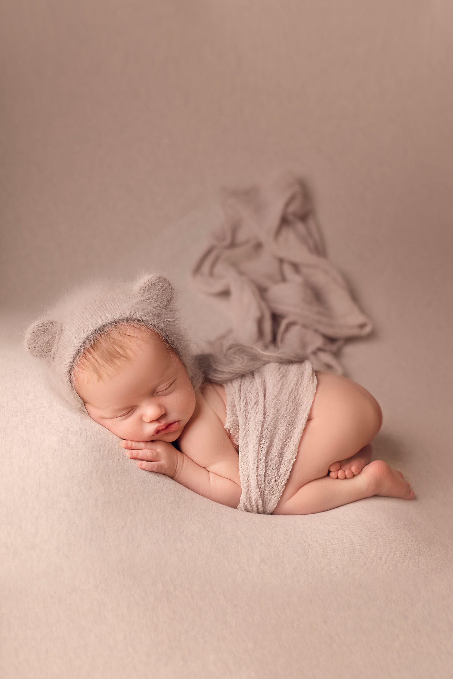 Sleeping newborn by Annie Whitaker Photography