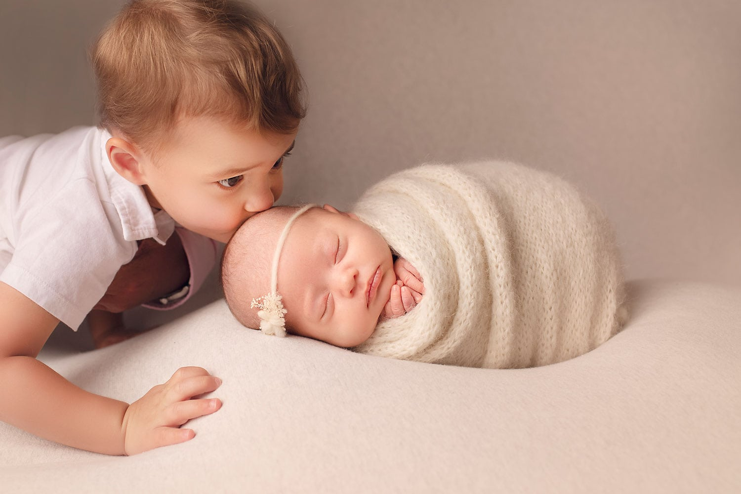 Toddler with newborn sister by Annie Whitaker Photography