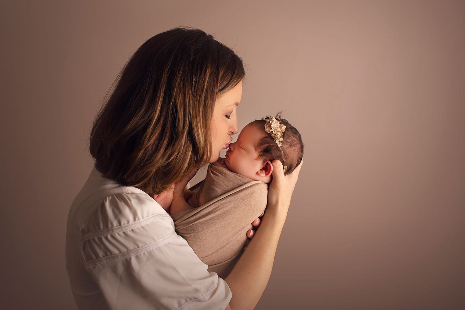 mom holding newborn by Annie Whitaker PHotography