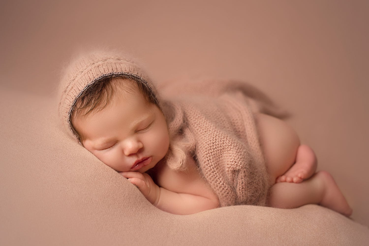 cozy newborn set up by Annie Whitaker PHotography