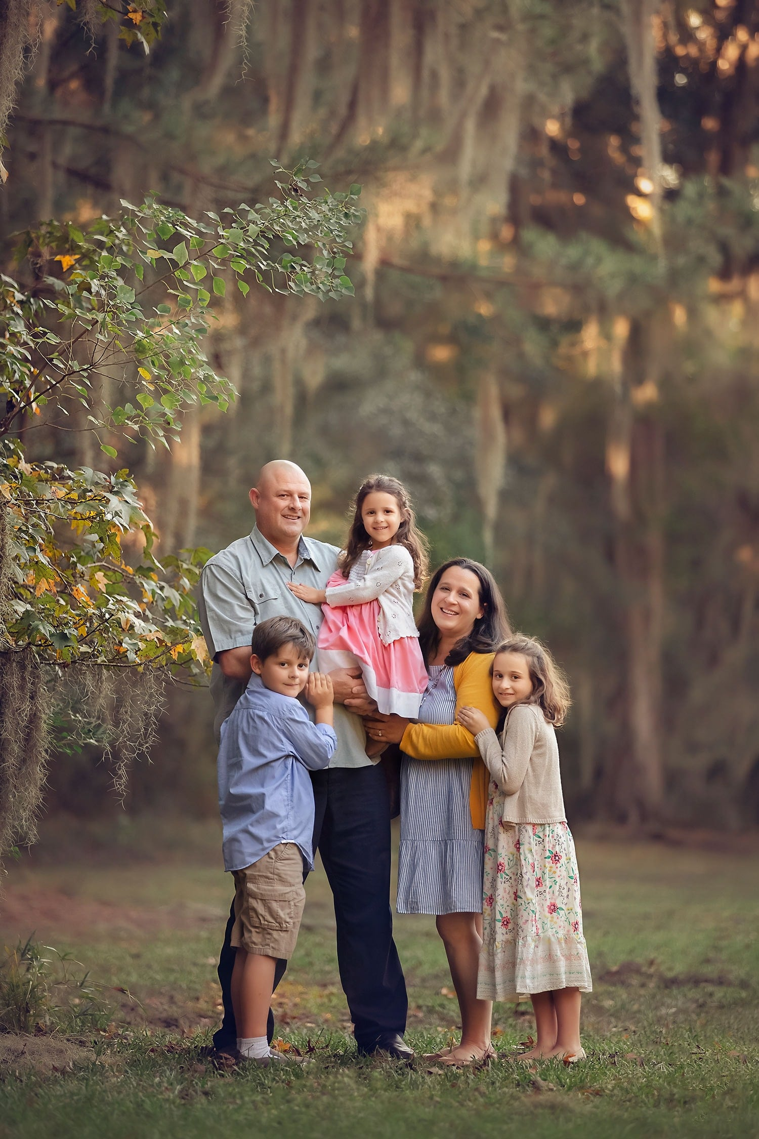 family of five by oak tree in Mandeville by Annie Whitaker Photography