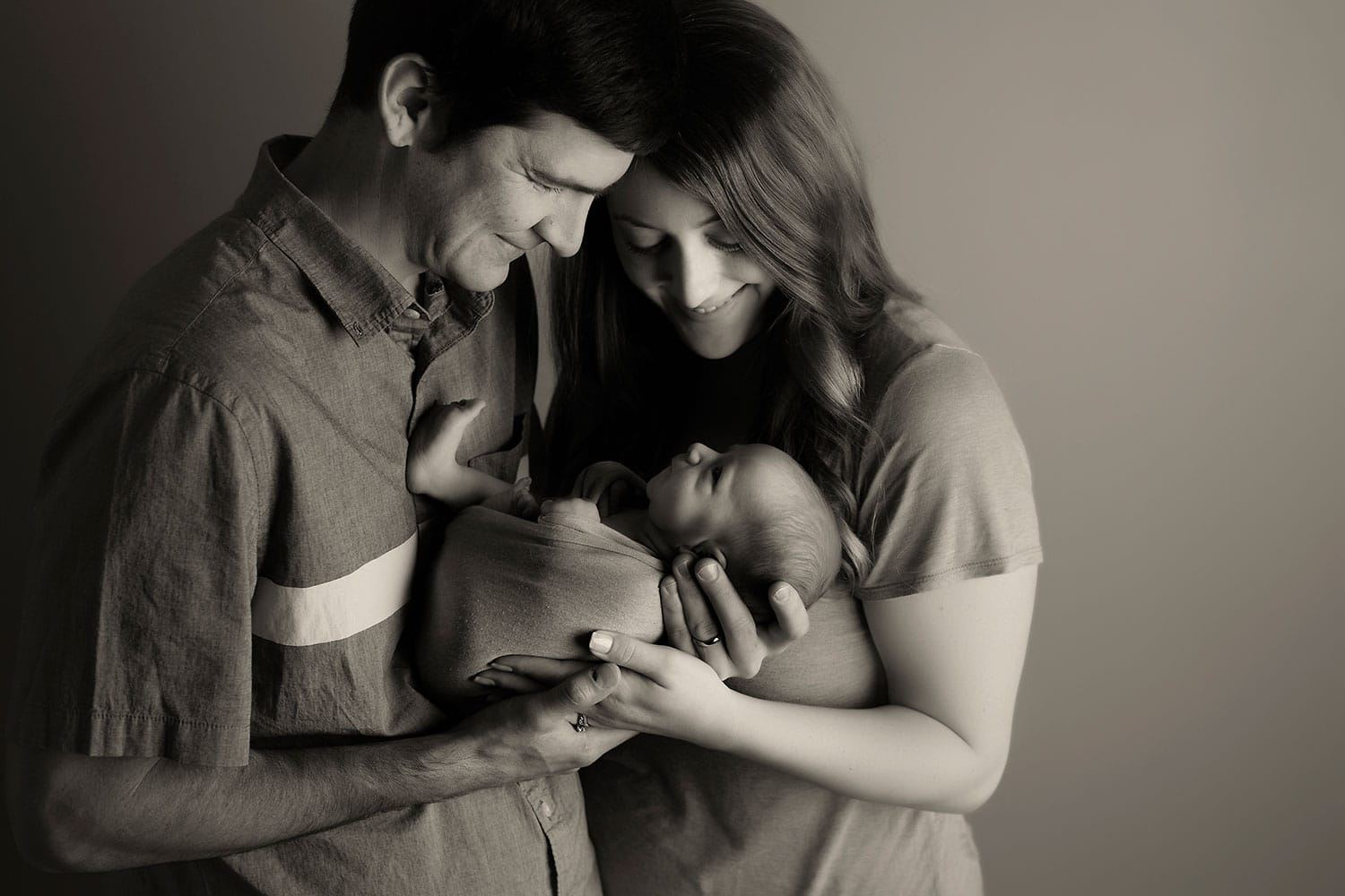 family photo with newborn by Annie Whitaker Photography