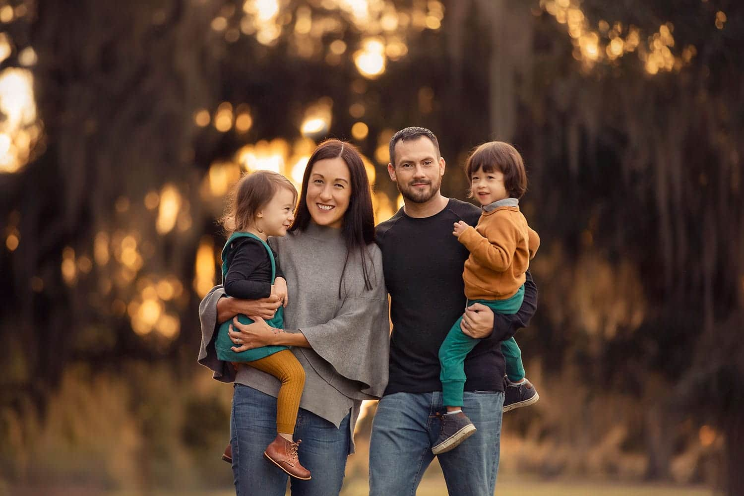 stunning family photo at sunset by Annie Whitaker Photography