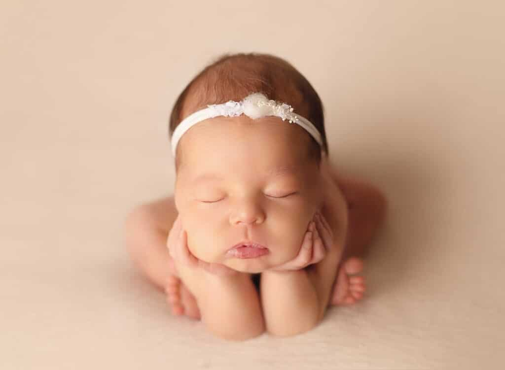 perfect newborn froggy pose